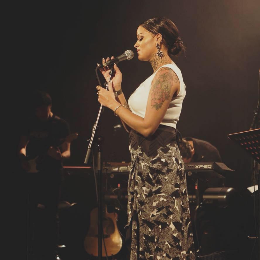 Kamisa Negra Styliste célébrité